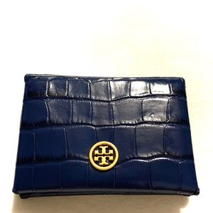 Tory Burch Bags - NWT Tory Burch parker embossed foldable card case